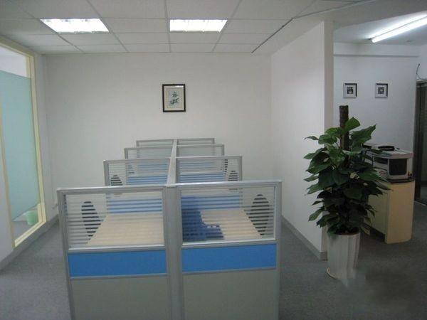 万事利大厦坐落于黄浦区陆家浜路1378号,地处上海三纵三横大动脉之一的陆家浜路,南北高架及西藏南路主干道环伺左右。东西南北上下通达。成长型空间,尽享创富自由酒店式大堂、豪华电梯厅、精装修配置,为客户提供完备的办公设施,省时省力,方便入驻,服务式管理精确把脉企业细致需求,多功能全方位商务服务让办公更轻松、服务更周全。真正的财富领地,让每一寸空间都发挥它最大的效用。