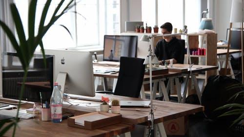写字楼业主遇到出租危机,如何解决难题?