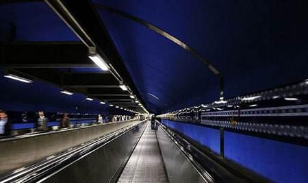 亚洲最长地铁单体车站主体完工