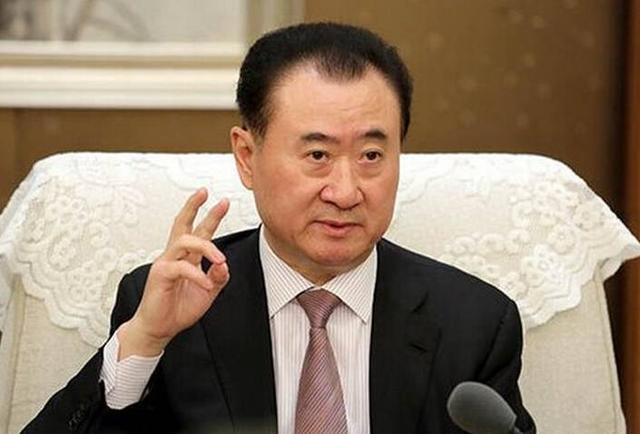 王健林失去首富宝座,甩卖资产回笼千亿