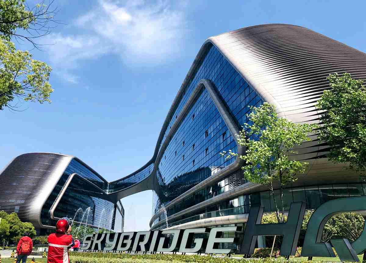 探班城市综合体第二期:SKYBRIDGE HQ 天会