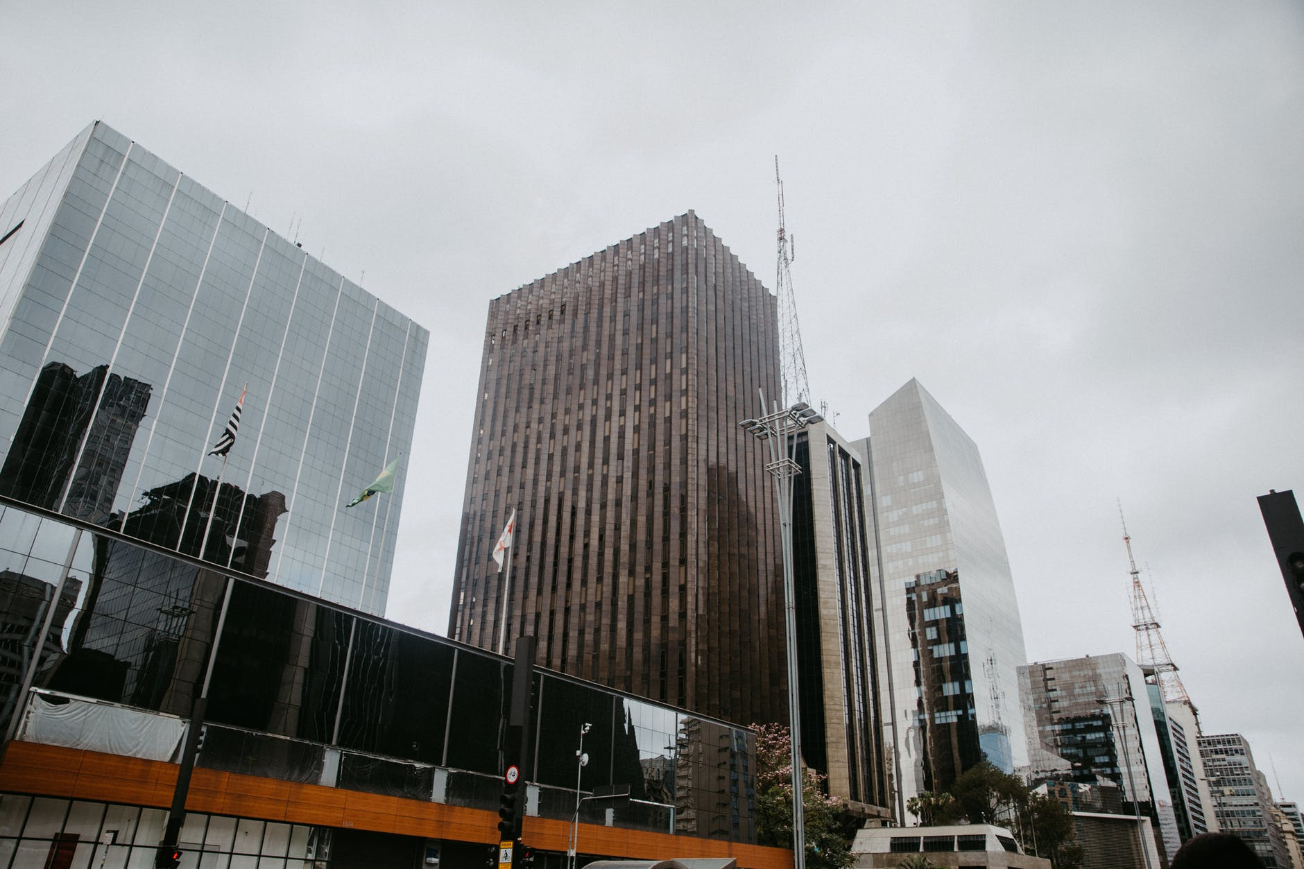 业内:一线城市写字楼空置率上升要持续到明年
