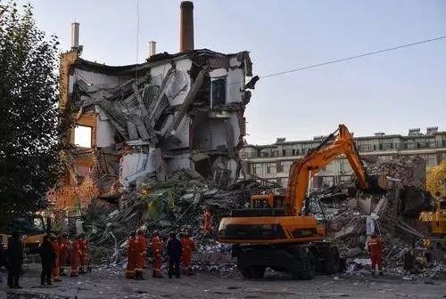 吉林白城一办公楼倒塌