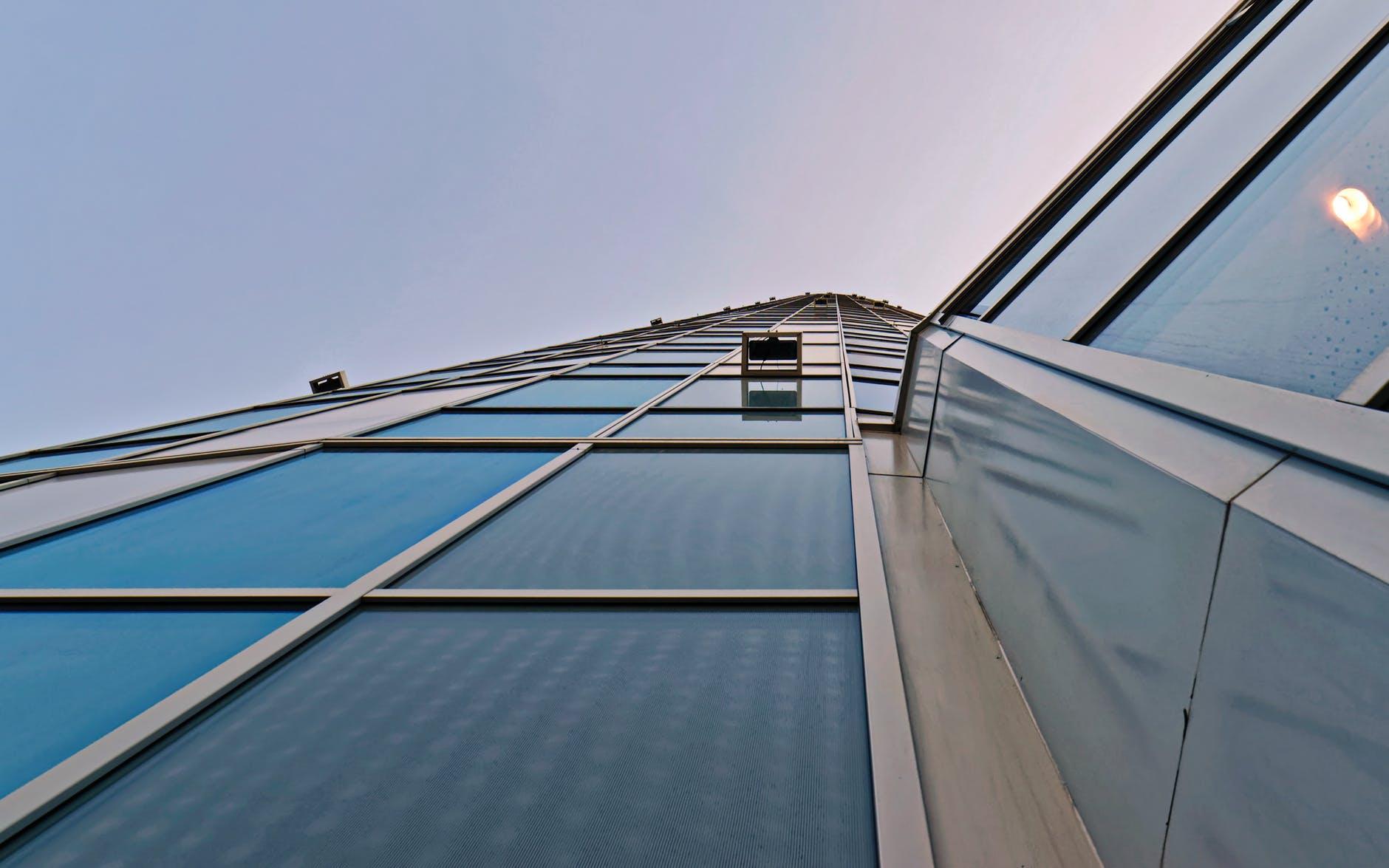 香港罗康瑞通过盖写字楼成为顶级富豪