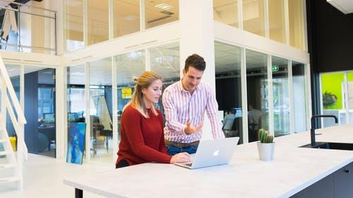 办公室恋情如何处理?工作中注意四要点