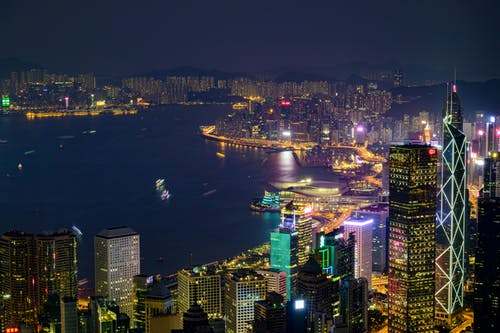 香港甲级写字楼首季租金跌创新低