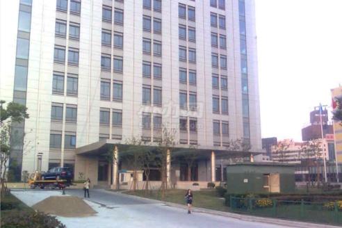 陆家嘴金融服务广场外立面图