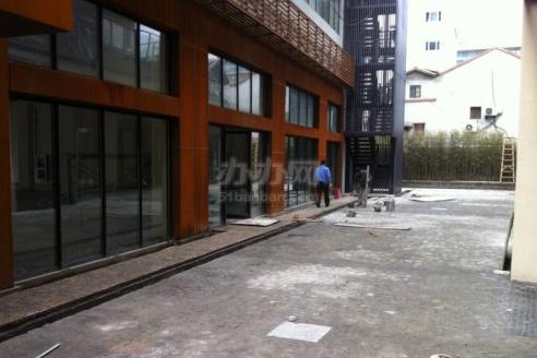 亚町创意工坊大楼入口