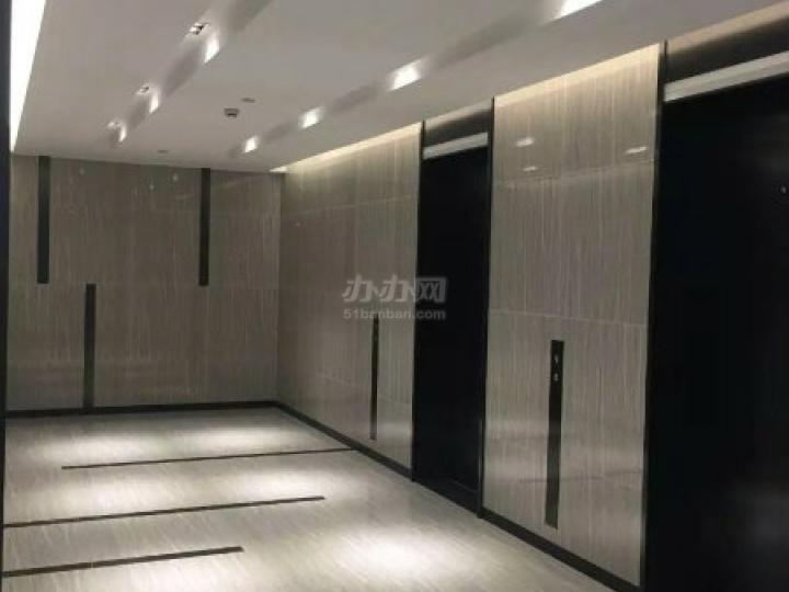 禾风广场电梯厅